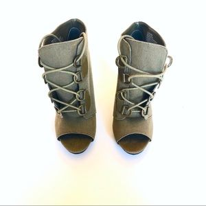 Canvas Elle open toe boots laced sz6